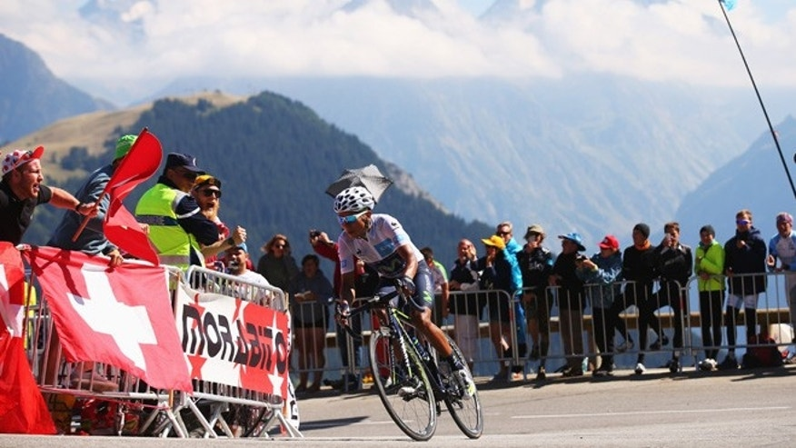 MODANE VALFREJUS, FRANCE - JULY 25:  Nairo Quintana of Colombia and Movistar Team rides up the Alpe d'Huez during the twentieth stage of the 2015 Tour de France, a 110.5 km stage between Modane Valfrejus and L'Alpe d'Huez on July 25, 2015 in Modane Valfrejus, France.  (Photo by Bryn Lennon/Getty Images)