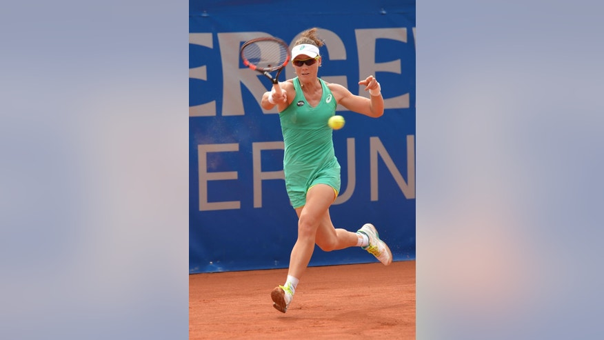 Australia's Samantha Stosur returns the ball to Karin Knapp from Italy during their final match at the WTA tennis tournament in Bad Gastein, Austria, on Sunday, July 26, 2015. Stosur won with 3-6, 7-6 and 6-2. (AP Photo/Kerstin Joensson)