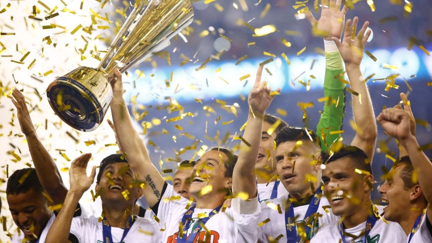 Mexico players celebrate after winning the CONCACAF Gold Cup championship soccer match against Jamaica, Sunday, July 26, 2015, in Philadelphia. Mexico won 3-1. (AP Photo/Matt Rourke)