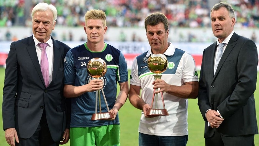 WOLFSBURG, GERMANY - AUGUST 01: Kevin De Bruyne and head coach Dieter Hecking of VfL Wolfsburg are honored by german sport magazine KICKER prior to kickoff during the DFL Supercup 2015 match between VfL Wolfsburg and FC Bayern Muenchen at Volkswagen Arena on August 1, 2015 in Wolfsburg, Germany. (Photo by Dennis Grombkowski/Bongarts/Getty Images)