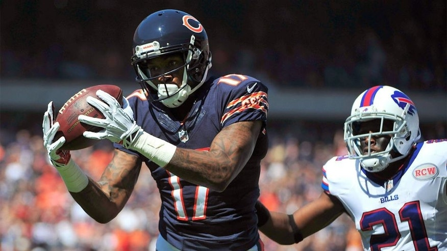 CHICAGO, IL - SEPTEMBER 07: Alshon Jeffery #17 of the Chicago Bears catches a pass in front of Leodis McKelvin #21 of the Buffalo Bills during he first quarter of their game on September 7, 2014 at Soldier Field in Chicago, Illinois. (Photo by David Banks/Getty Images)