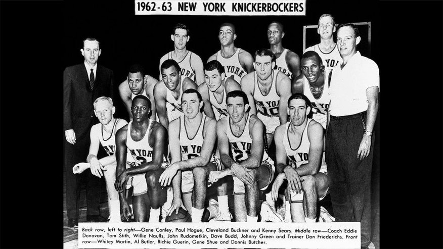 <p>NEW YORK, NY - 1962: The New York Knickerbockers pose for a team portrait shot in 1962 in New York, NY. NOTE TO USER: User expressly acknowledges and agrees that, by downloading and/or using this Photograph, user is consenting to the terms and conditions of the Getty Images License Agreement. Mandatory Copyright Notice: Copyright 1962 NBAE (Photo by NBA Photos/NBAE via Getty Images)</p>