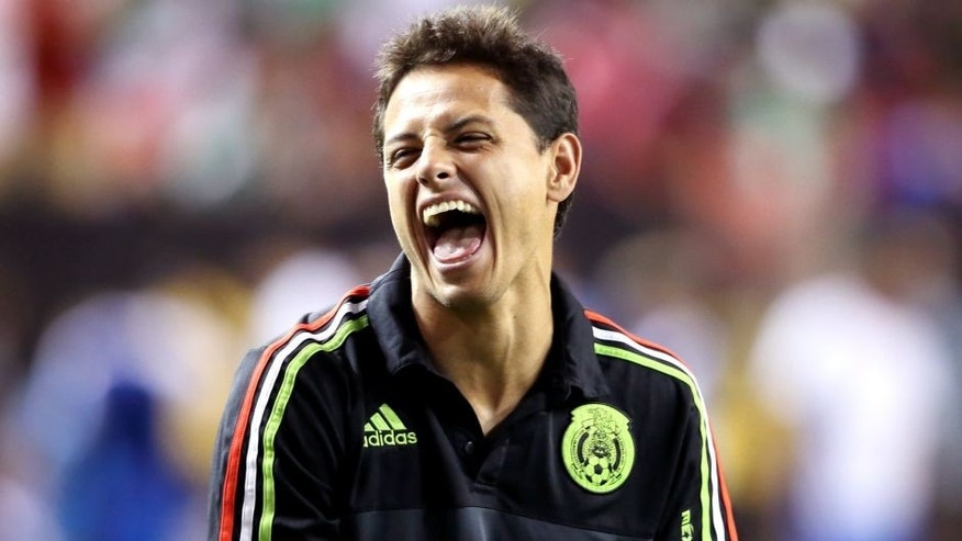 ATLANTA, GA - JULY 22: The injured Javier Hernandez 'Chicharito' watches his team warm up and shares a joke with Giovani Dos Santos of Mexico before the Gold Cup Semi Final between Panama and Mexico at Georgia Dome on July 22, 2015 in Atlanta, Georgia. (Photo by Matthew Ashton - AMA/Getty Images)