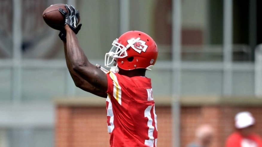 Jun 18, 2015; Kansas City, MO, USA; Kansas City Chiefs wide receiver Jeremy Maclin (19) catches a pass during the mini camp at University of Kansas Hospital Training Complex. Mandatory Credit: Denny Medley-USA TODAY Sports