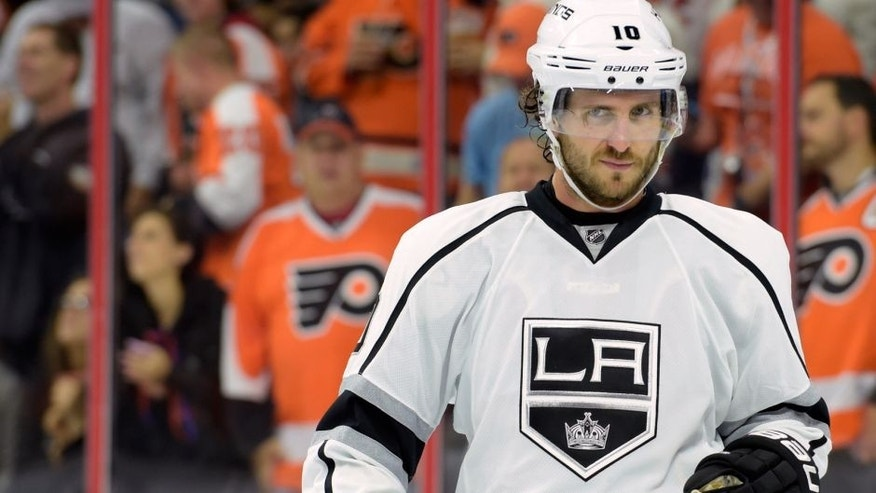 Oct 28, 2014; Philadelphia, PA, USA; Los Angeles Kings center Mike Richards (10) against the Philadelphia Flyers during the second period at Wells Fargo Center. Mandatory Credit: Eric Hartline-USA TODAY Sports