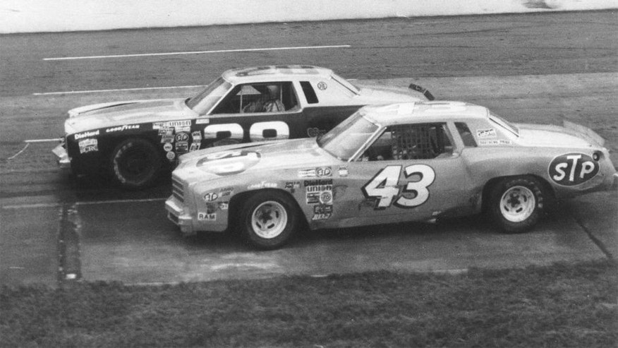 MARTINSVILLE, VA - 1979: Richard Petty (No. 43) working underneath Buddy Baker at Martinsville. (Photo by ISC Archives via Getty Images)