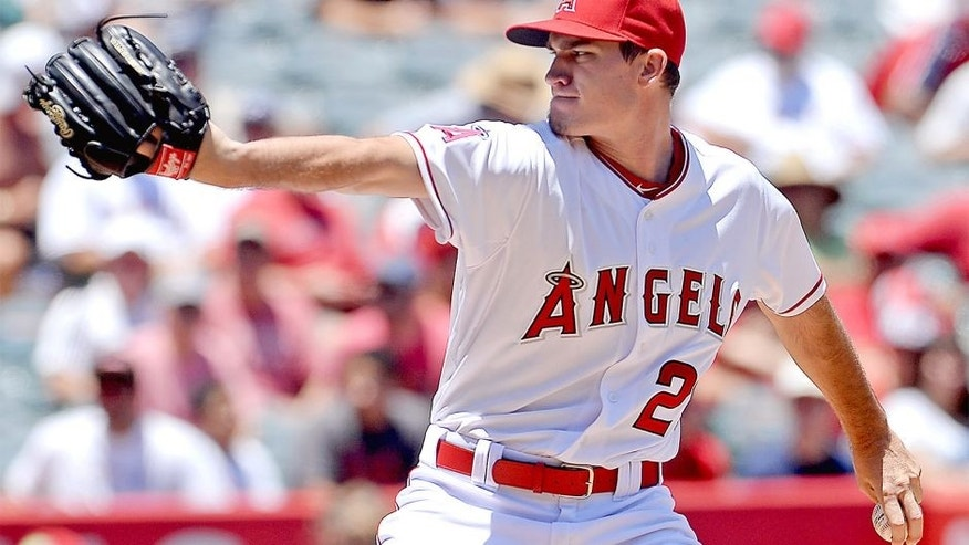Jun 24, 2015; Anaheim, CA, USA; Los Angeles Angels starting pitcher Andrew Heaney (28) pitches in the second inning of the game against the Houston Astros at Angel Stadium of Anaheim. Mandatory Credit: Jayne Kamin-Oncea-USA TODAY Sports