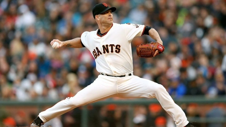 SAN FRANCISCO, CA - JUNE 15: Tim Hudson #17 of the San Francisco Giants pitches in the second inning against the Seattle Mariners at AT&T Park on June 15, 2015 in San Francisco, California. (Photo by Lachlan Cunningham/Getty Images)