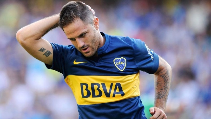 BUENOS AIRES, ARGENTINA - FEBRUARY 15: Juan Manuel Martinez of Boca Juniors gestures after missing a chance to score during a match between Boca Juniors and Olimpo as part of first round of Torneo Primera Division 2015 at Alberto J. Armando Stadium on February 15, 2015 in Buenos Aires, Argentina. (Photo by Charly Diaz Azcue/LatinContent/ Getty Images)