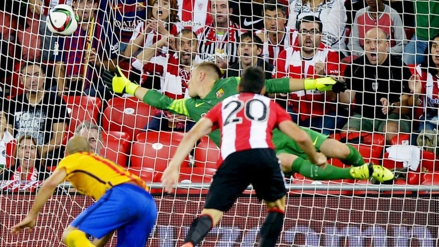 Athletic Bilbao's Aritz Aduriz heads the ball to score against Barcelona's Marc Andre ter Stegen during their Spanish Super Cup first leg soccer match at San Mames stadium in Bilbao, northern Spain, August 14, 2015. REUTERS/Vincent West Picture Supplied by Action Images