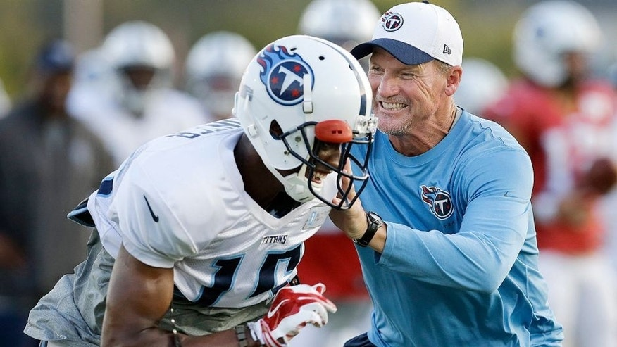 Tennessee Titans head coach Ken Whisenhunt, right, defends against wide receiver Justin Hunter (15) during NFL football training camp Monday, Aug. 3, 2015, in Nashville, Tenn. (AP Photo/Mark Humphrey)