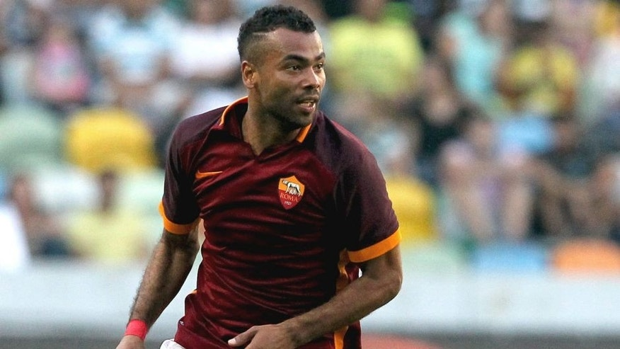 LISBON, PORTUGAL - AUGUST 01: Roma's defender Ashley Cole during the pre-season friendly between Sporting CP and AS Roma at Estadio Jose Alvalade on August 1, 2015 in Lisbon, Portugal. (Photo by Carlos Rodrigues/Getty Images)