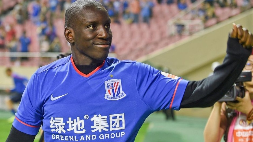 SHANGHAI, CHINA - JULY 04: (CHINA OUT) Demba Ba makes his debut prior to the CSL Chinese Football Association Super League match between Shanghai Shenhua and Guangzhou R&F at Hongkou Football Stadium on July 4, 2015 in Shanghai, China. (Photo by ChinaFotoPress/ChinaFotoPress via Getty Images)