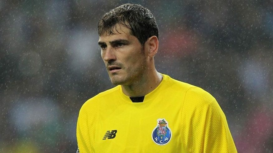PORTO, PORTUGAL - AUGUST 15: Porto's goalkeeper Iker Casillas during the match between FC Porto and Vitoria Guimaraes for the Portuguese Primeira Liga at Estadio do Dragao on August 15, 2015 in Porto, Portugal. (Photo by Carlos Rodrigues/Getty Images)