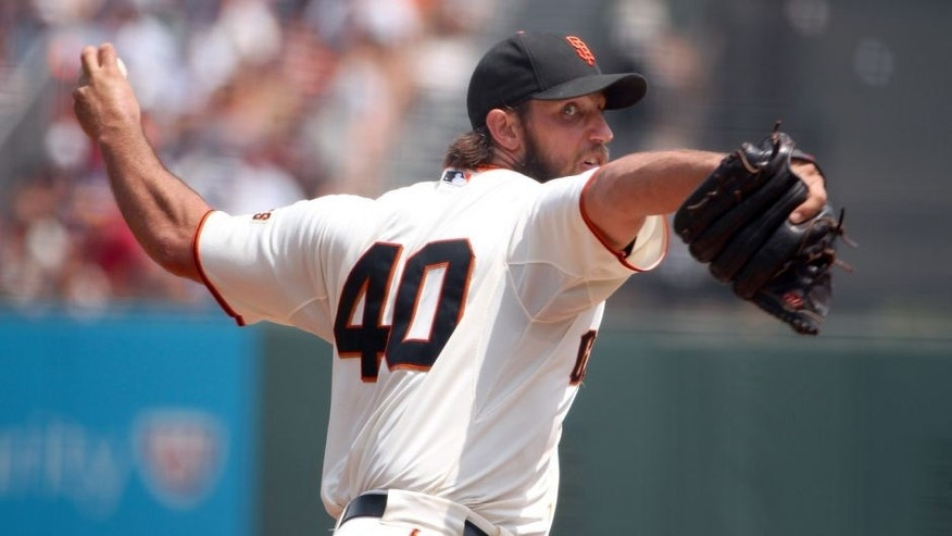 SAN FRANCISCO, CA - AUGUST 16: Madison Bumgarner #40 of the San Francisco Giants pitches against the Washington Nationals in the third inning at AT&T Park on August 16, 2015 in San Francisco, California. (Photo by Ezra Shaw/Getty Images)