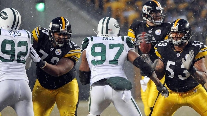 PITTSBURGH, PA - DECEMBER 19: Offensive linemen Ramon Foster #73 and Maurkice Pouncey #53 of the Pittsburgh Steelers block against defensive lineman Shaun Ellis #92 and linebacker Calvin Pace #97 of the New York Jets as quarterback Ben Roethlisberger #7 drops back to pass during a game at Heinz Field on December 19, 2010 in Pittsburgh, Pennsylvania. The Jets defeated the Steelers 22-17. (Photo by George Gojkovich/Getty Images)