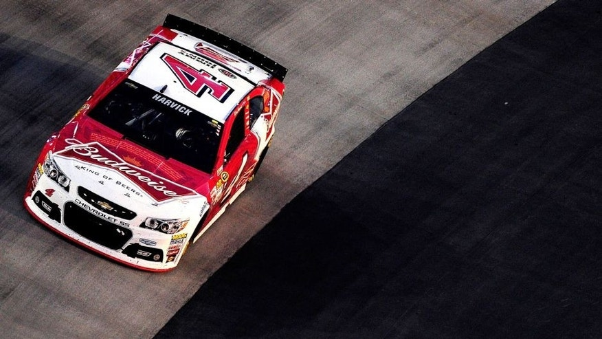 BRISTOL, TN - AUGUST 22: Kevin Harvick, driver of the #4 Budweiser/Jimmy John's Chevrolet, races during the NASCAR Sprint Cup Series IRWIN Tools Night Race at Bristol Motor Speedway on August 22, 2015 in Bristol, Tennessee. (Photo by Jeff Curry/NASCAR via Getty Images)