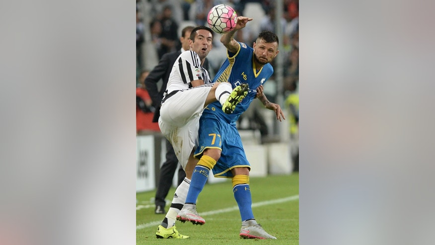 Udinese's Cyril Thereau, right, challenges for the ball with Juventus Mauricio Isla, during a Serie A soccer match at the Juventus stadium, in Turin, Italy, Sunday, Aug. 23, 2015. Udinese stunned Juventus by winning 1-0 in Turin on Sunday as the Italian champions' bid for a record-equaling fifth successive league title started in defeat. (AP Photo/Massimo Pinca)
