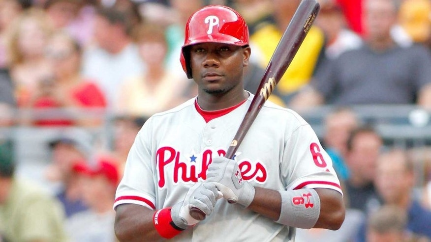 <p>PITTSBURGH, PA - JULY 02: Ryan Howard #6 of the Philadelphia Phillies bats against the Pittsburgh Pirates during the game on July 2, 2013 at PNC Park in Pittsburgh, Pennsylvania.  </p>