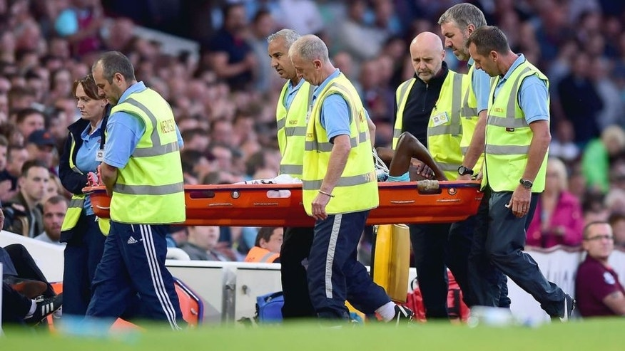 LONDON, ENGLAND - JULY 30: Enner Valencia of West Ham is stretchered off the field injured during the UEFA Europa League third qualifying round match between West Ham United and Astra Giurgiu at the Boleyn Ground on July 30, 2015 in London, England. (Photo by Dan Mullan/Getty Images)