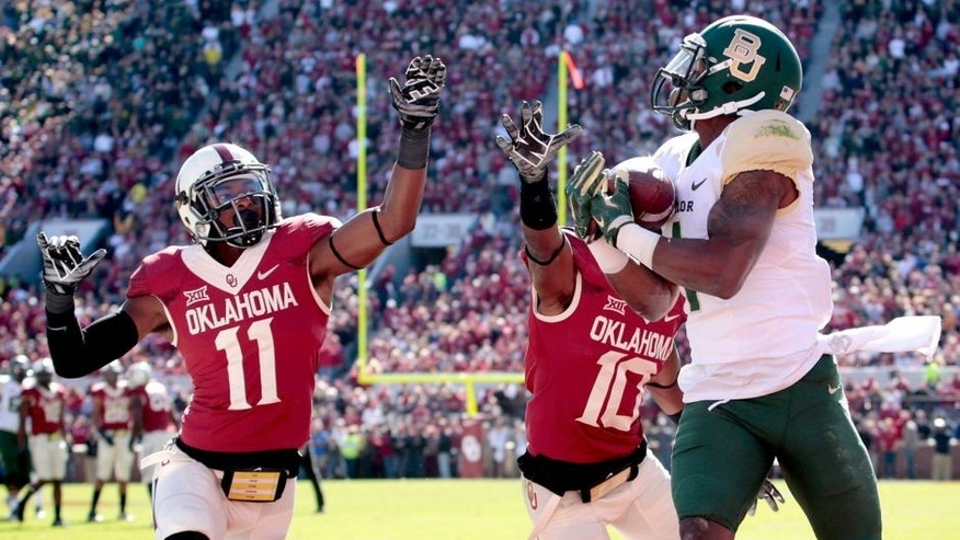 NORMAN, OK - NOVEMBER 8: Running back Corey Coleman #1 of the Baylor Bears catches a touchdown pass as safety Steven Parker #11 and safety Quentin Hayes #10 of the Oklahoma Sooners defends November 8, 2014 at Gaylord Family-Oklahoma Memorial Stadium in Norman, Oklahoma. (Photo by Brett Deering/Getty Images)