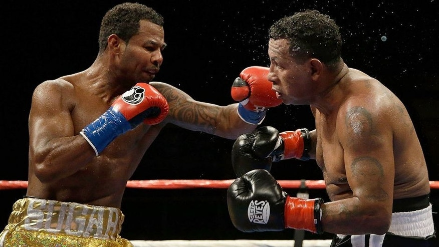 INGLEWOOD, CA - AUGUST 29: Shane Mosley lands a left hand to the head of Ricardo Mayorga of Nicaragua at The Forum on August 29, 2015 in Inglewood, California. (Photo by Jeff Gross/Getty Images)