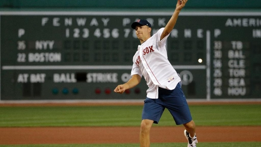 Jordan Spieth, winner of this year's U.S. Open golf tournament, throws out a ceremonial first pitch Tuesday, Sept. 1, 2015, before a baseball game between the New York Yankees and the Boston Red Sox at Fenway Park, in Boston. The Yankees won 3-1. (AP Photo/Steven Senne)