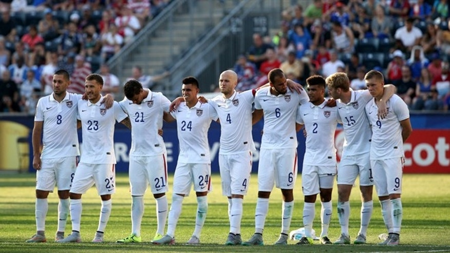 CHESTER, PA - JULY 25: Michael Bradley #4 of the United States and teammates look on in a penalty shootout against Panama during the CONCACAF Gold Cup Third Place Match at PPL Park on July 25, 2015 in Chester, Pennsylvania. Panama won in a penalty shootout. (Photo by Patrick Smith/Getty Images)