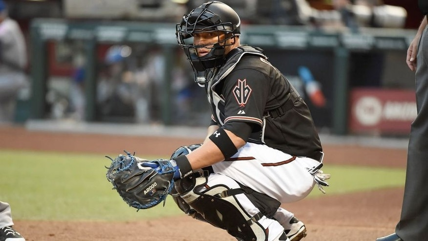 PHOENIX, AZ - JUNE 06: Welington Castillo #7 of the Arizona Diamondbacks looks for a signal from the dugout against the New York Mets at Chase Field on June 6, 2015 in Phoenix, Arizona. (Photo by Norm Hall/Getty Images)