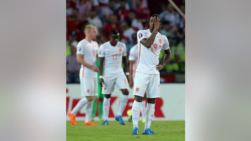 Georgino Wijnaldum of Netherlands reacts after they lost 3-0 against Turkey during their Euro 2016 Group A qualifying soccer match between Turkey and the Netherlands at the Buyuksehir Torku Arena Stadium in Konya, Turkey, Sunday, Sept. 6, 2015.(AP Photo)