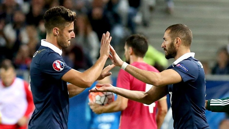 BORDEAUX, FRANCE - SEPTEMBER 07: Karim Benzema of France come on as a substitute for Olivier Giroud of France during International Friendly between France and Serbia on September 7, 2015 in Bordeaux, France. (Photo by Romain Perrocheau/Getty Images)