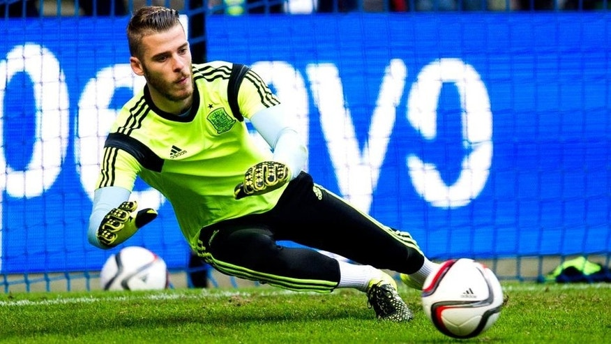 OVIEDO, SPAIN - SEPTEMBER 05: David De Gea of Spain controls the ball on prior to the start the Spain v Slovakia EURO 2016 Qualifier at Carlos Tartiere on September 5, 2015 in Oviedo, Spain. (Photo by Juan Manuel Serrano Arce/Getty Images)