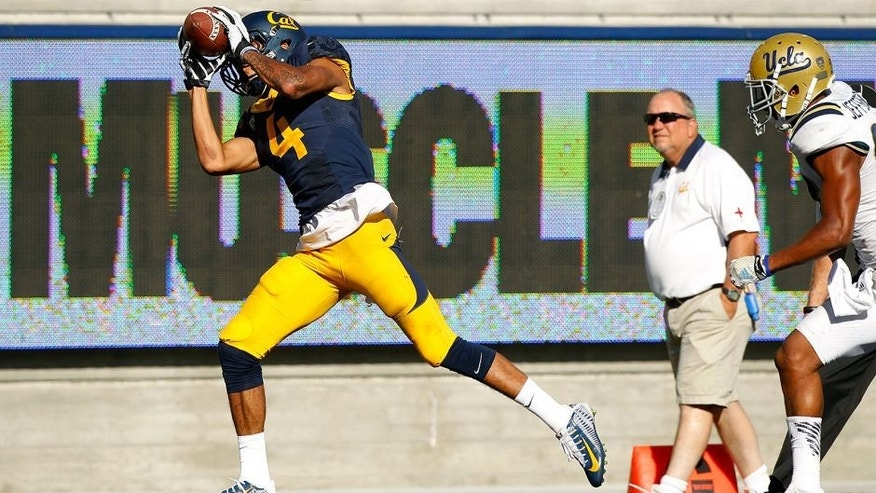 Oct 18, 2014; Berkeley, CA, USA; California Golden Bears wide receiver Kenny Lawler (4) catches a touchdown pass against the UCLA Bruins in the fourth quarter at Memorial Stadium. The Bruins defeated the Golden Bears 36-34. Mandatory Credit: Cary Edmondson-USA TODAY Sports