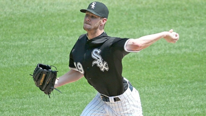CHICAGO, IL - AUGUST 16: Starting pitcher Chris Sale #49 of the Chicago White Sox delivers the ball against the Chicago Cubs at U.S. Cellular Field on August 16, 2015 in Chicago, Illinois. (Photo by Jonathan Daniel/Getty Images)