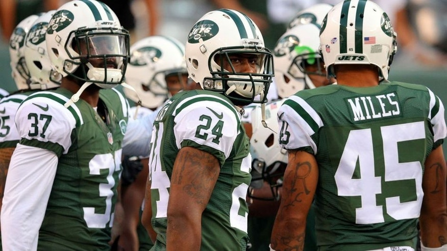 Sep 3, 2015; East Rutherford, NJ, USA; New York Jets corner back Darrelle Revis (24) in a huddle before a game against the Philadelphia Eagles at MetLife Stadium. Mandatory Credit: Brad Penner-USA TODAY Sports