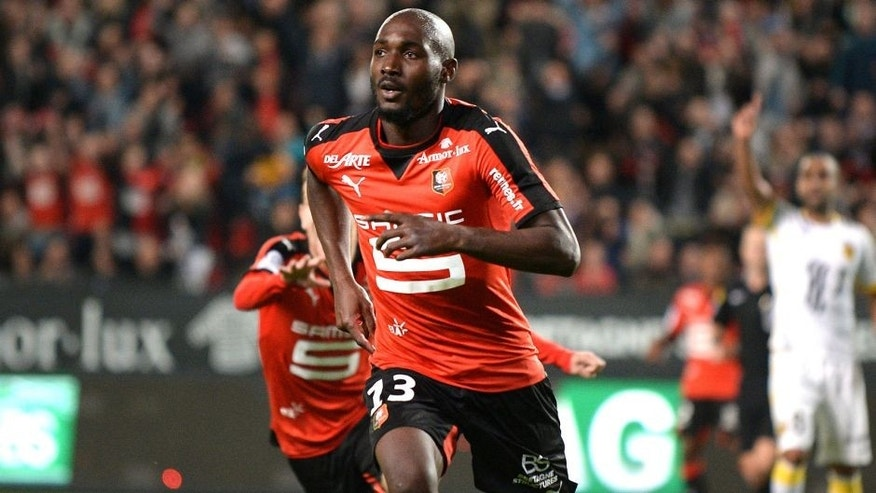 Rennes' Ivorian forward Giovanni Sio celebrates after scoring during the French L1 football match between Rennes and Lille on September 18, 2015 at the Roazhon Park in Rennes, western France. AFP PHOTO / JEAN-SEBASTIEN EVRARD (Photo credit should read JEAN-SEBASTIEN EVRARD/AFP/Getty Images)