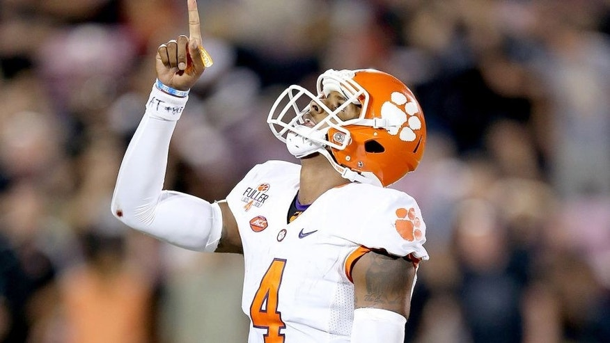 LOUISVILLE, KY - SEPTEMBER 17: Deshaun Watson #4 of the Clemson Tigers celebrates late in the fourth quarter of the 20-17 win over the Louisville Cardinals at Papa John's Cardinal Stadium on September 17, 2015 in Louisville, Kentucky. (Photo by Andy Lyons/Getty Images)