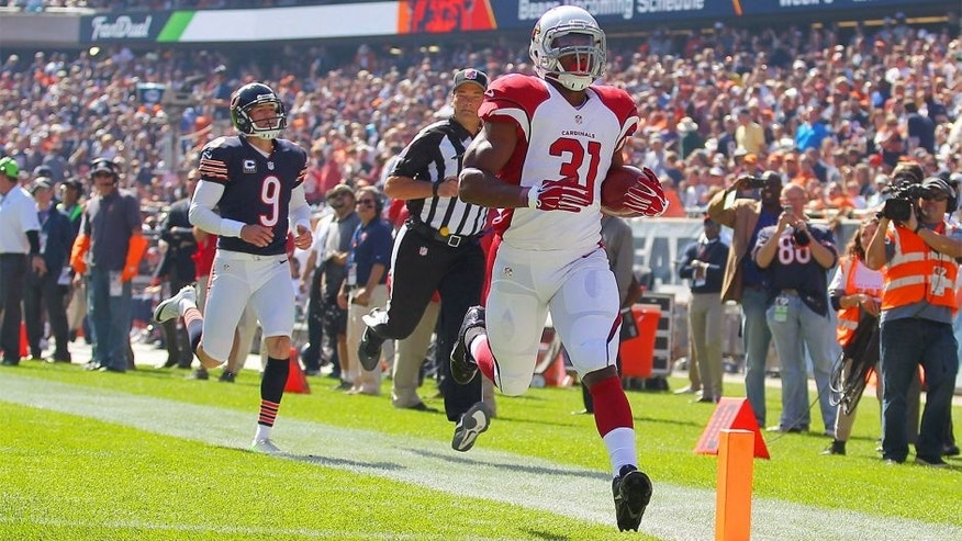 Sep 20, 2015; Chicago, IL, USA; Arizona Cardinals running back David Johnson (31) outruns Chicago Bears kicker Robbie Gould (9) for a 108 yard touchdown kick off return during the first quarter at Soldier Field. Mandatory Credit: Dennis Wierzbicki-USA TODAY Sports