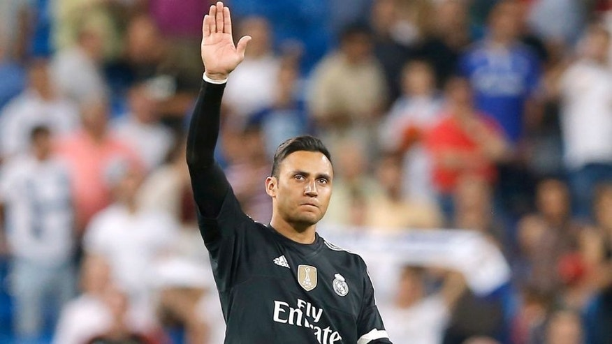 MADRID, SPAIN - AUGUST 29: Goalkeeper Keylor Navas of Real Madrid aplause to the fans during the La Liga match between Real Madrid CF and Real Betis Balompie at Estadio Santiago Bernabeu on August 29, 2015 in Madrid, Spain. (Photo by Helios de la Rubia/Real Madrid via Getty Images)