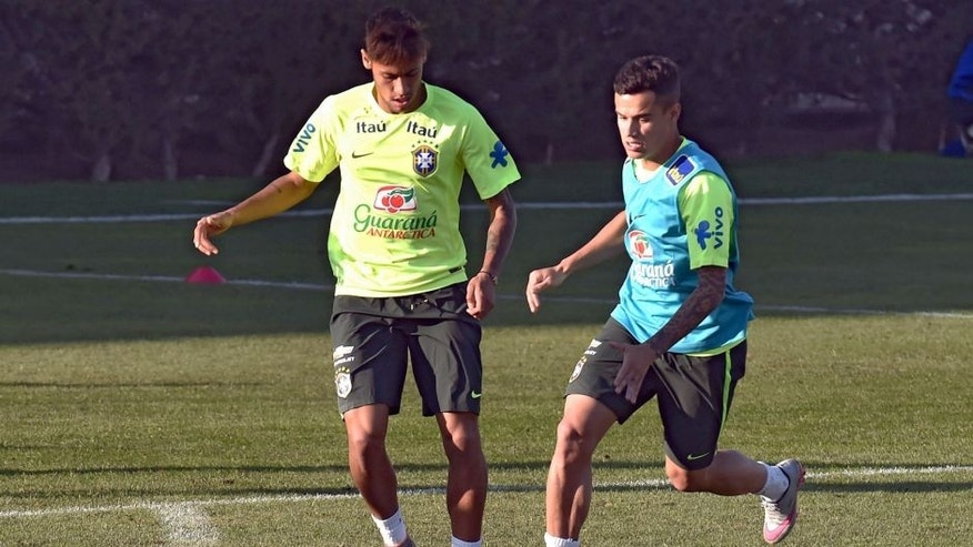 Brazilian player Neymar (L) and Philippe Coutinho (R) take part in a training session at the Azul training center in Santiago, Chile, during the 2015 Copa America football Championship on June 20, 2015. AFP PHOTO / Nelson ALMEIDA (Photo credit should read NELSON ALMEIDA/AFP/Getty Images)