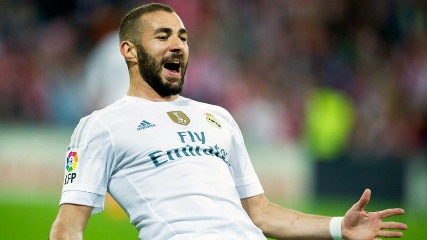BILBAO, SPAIN - SEPTEMBER 23: Karim Benzema of Real Madrid CF celebrates after scoring during the La Liga match between Athletic Club Bilbao and Real Madrid CF at San Mames Stadium on September 23, 2015 in Bilbao, Spain. (Photo by Juan Manuel Serrano Arce/Getty Images)