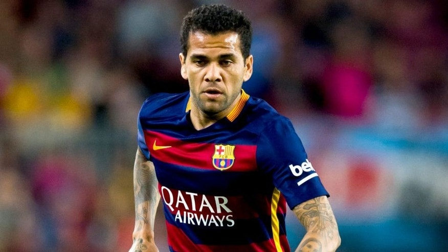 BARCELONA, SPAIN - SEPTEMBER 20: Dani Alves of FC Barcelona runs with the ball during the La Liga match between FC Barcelona and Levante UD at Camp Nou on September 20, 2015 in Barcelona, Spain. (Photo by Alex Caparros/Getty Images)