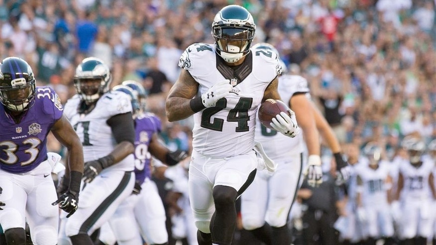 Aug 22, 2015; Philadelphia, PA, USA; Philadelphia Eagles running back Ryan Mathews (24) runs for a touchdown during the first quarter against the Baltimore Ravens at Lincoln Financial Field. Mandatory Credit: Bill Streicher-USA TODAY Sports