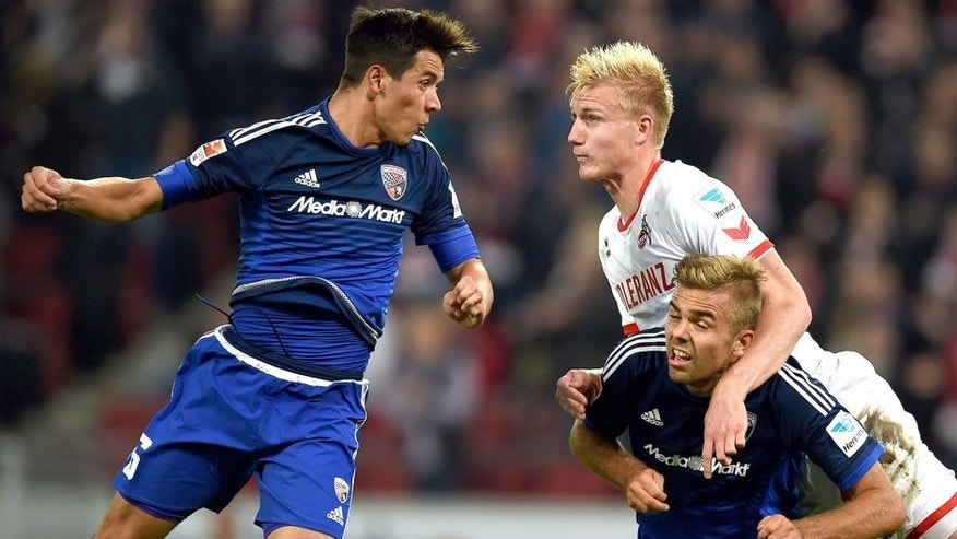 Ingolstadt's US midfielder Alfredo Morales and Cologne's Danish defender Frederik Soerensen vie for the ball during the German first division Bundesliga football match FC Cologne vs FC Ingolstadt 04 in Cologne, western Germany on September 25, 2015. AFP PHOTO / PATRIK STOLLARZ RESTRICTIONS: DURING MATCH TIME: DFL RULES TO LIMIT THE ONLINE USAGE TO 15 PICTURES PER MATCH AND FORBID IMAGE SEQUENCES TO SIMULATE VIDEO. == RESTRICTED TO EDITORIAL USE == FOR FURTHER QUERIES PLEASE CONTACT DFL DIRECTLY AT + 49 69 650050. (Photo credit should read PATRIK STOLLARZ/AFP/Getty Images)