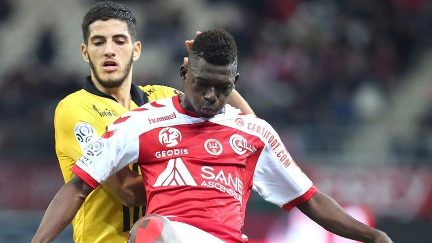 Reims' Malian defender Hamari Traore (R) vies with Lille's French midfilder Eric Bautheac (L) during the French Ligue 1 football match between Reims and Lille on september 25, 2015 at the Auguste Delaune Stadium in Reims, northeastern France. AFP PHOTO / FRANCOIS NASCIMBENI (Photo credit should read FRANCOIS NASCIMBENI/AFP/Getty Images)