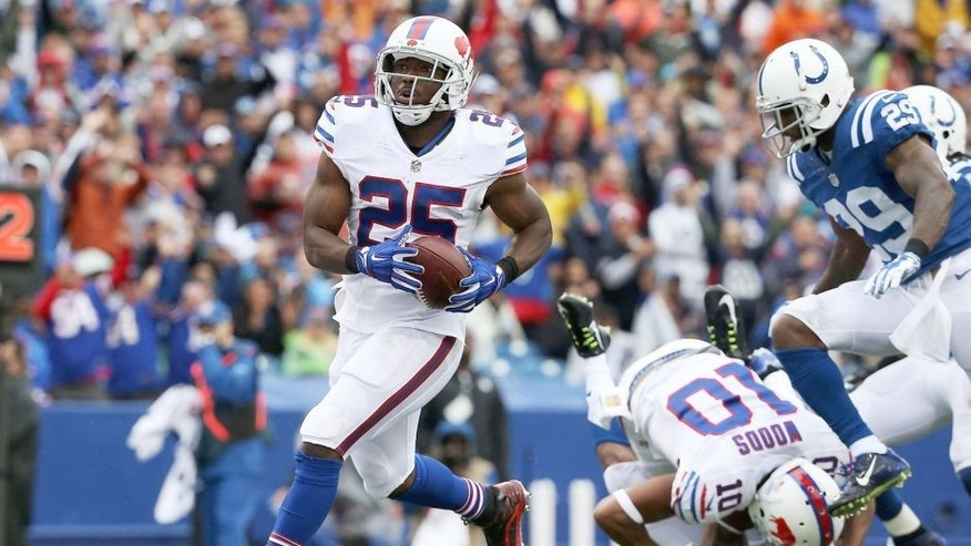ORCHARD PARK, NY - SEPTEMBER 13: LeSean McCoy #25 of the Buffalo Bills runs in for a touchdown against the Indianapolis Colts during the first half at Ralph Wilson Stadium on September 13, 2015 in Orchard Park, New York. (Photo by Tom Szczerbowski/Getty Images)