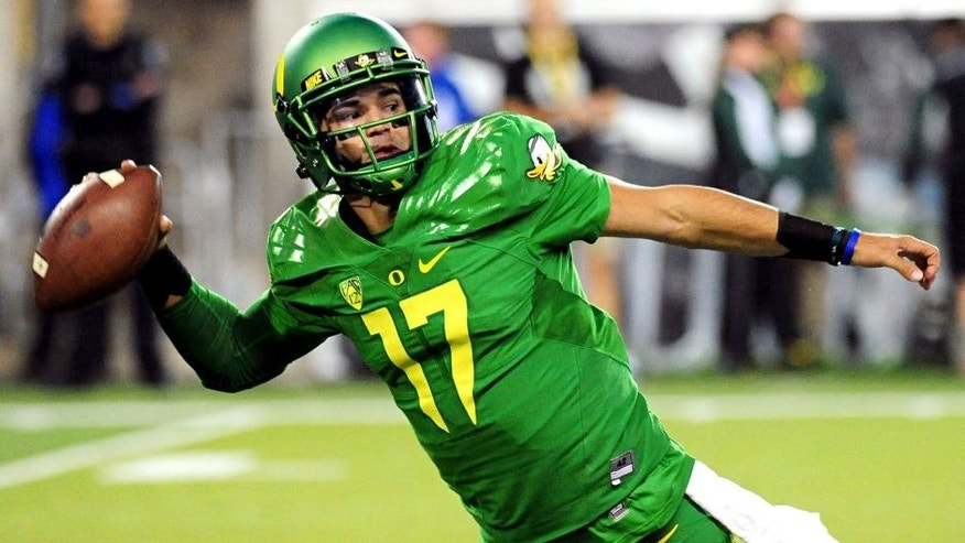 EUGENE, OR - SEPTEMBER 26: Quarterback Jeff Lockie #17 of the Oregon Ducks is pressured as he throws the ball in the third quarter of the game against the Utah Utes at Autzen Stadium on September 26, 2015 in Eugene, Oregon. (Photo by Steve Dykes/Getty Images)