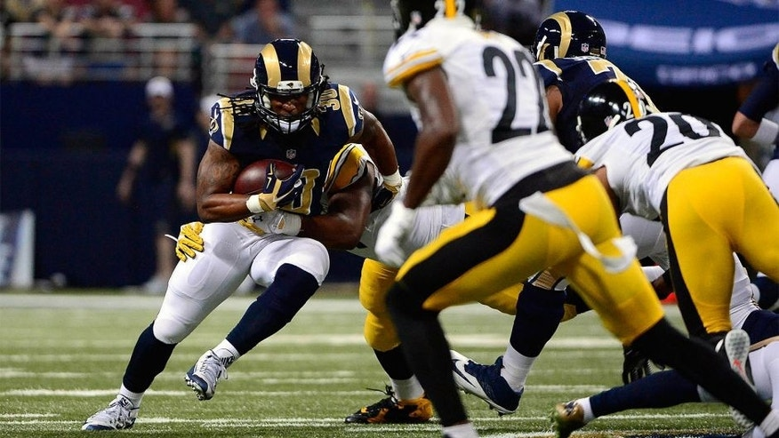 Sep 27, 2015; St. Louis, MO, USA; St. Louis Rams running back Todd Gurley (30) carries the ball in his first NFL game against the Pittsburgh Steelers during the first half at the Edward Jones Dome. Mandatory Credit: Jeff Curry-USA TODAY Sports