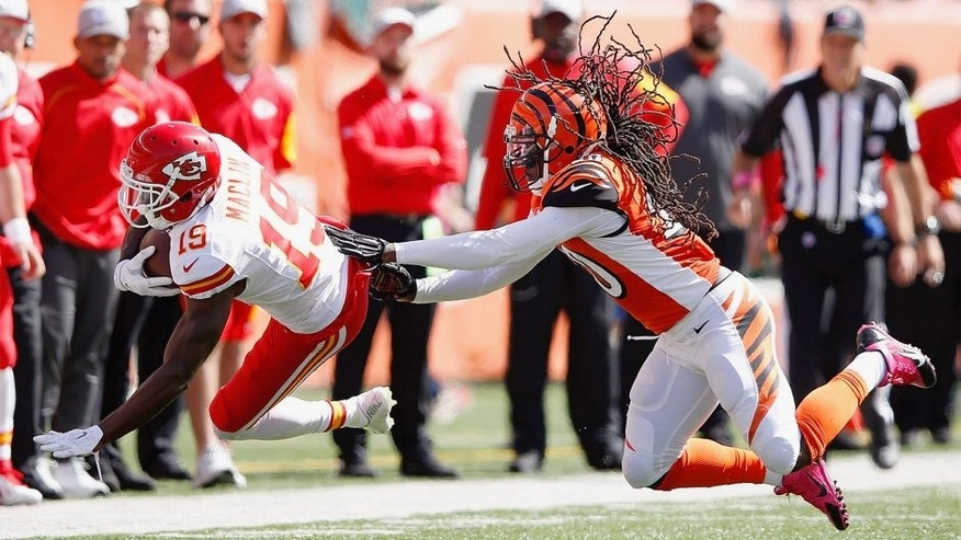 CINCINNATI, OH - OCTOBER 4: Reggie Nelson #20 of the Cincinnati Bengals knocks down Jeremy Maclin #19 of the Kansas City Chiefs after catching a pass during the second quarter at Paul Brown Stadium on October 4, 2015 in Cincinnati, Ohio. (Photo by Joe Robbins/Getty Images)