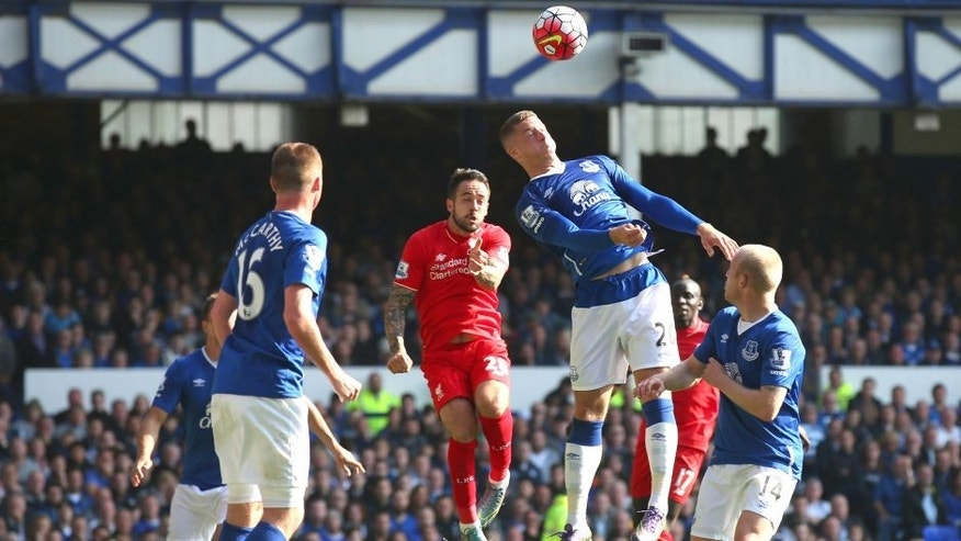 LIVERPOOL, ENGLAND - OCTOBER 04: Danny Ings of Liverpool scores Liverpool's first goal during the Barclays Premier League match between Everton and Liverpool at Goodison Park on October 4, 2015 in Liverpool, England. (Photo by Alex Livesey/Getty Images)